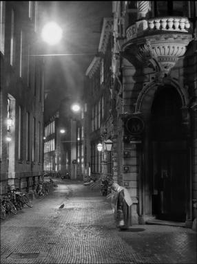 straatbeeld-met-zoekende